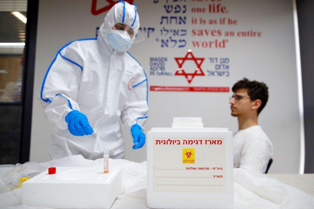 Dari mana Mossad Israel dapat 100,000 kit ujian COVID-19?